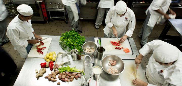 Защо добре проектираната кухня е толкова важна за безопасността на храните?